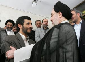 اشرفی اصفهانی:حجب و حیای خاتمی اجازه نمیدهد مانند احمدینژاد باشد