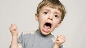با کودک «نق نقو» چگونه رفتار کنیم؟