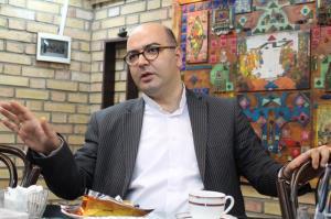 دیاکو حسینی: قانون مجلس مانع از اجرای لغو تحریمها میشود