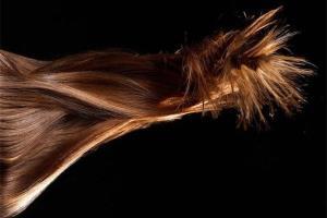 چند درمان خانگی برای کنترل چربی موی سر
