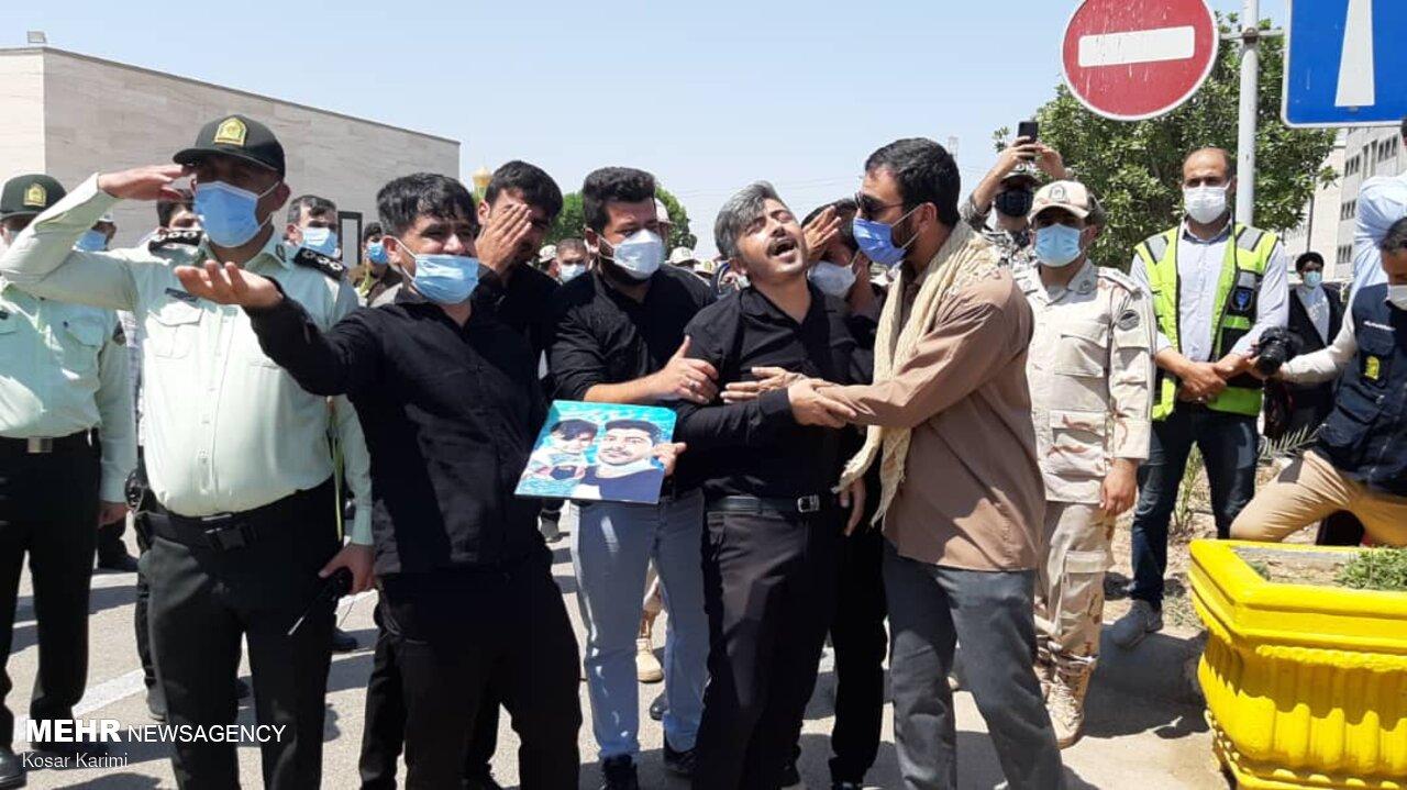 عکس/ بی قراری در مراسم تشییع پیکر شهید ضرغام پرست در اهواز