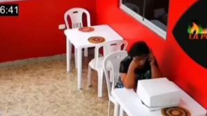 غافلگیری جالب کارمندان رستوران برای یک زن تنها