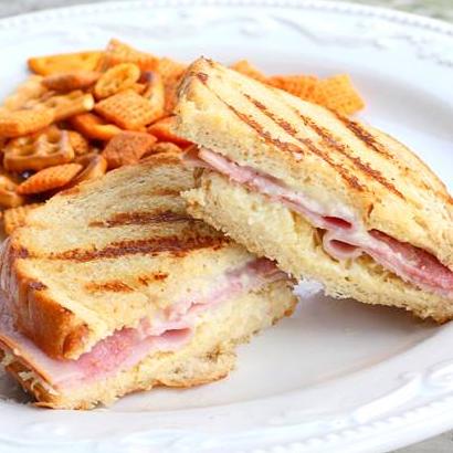 صبحانه/ «نان پنير و ژامبون» يک پيشنهاد عالي براي آغاز هفته