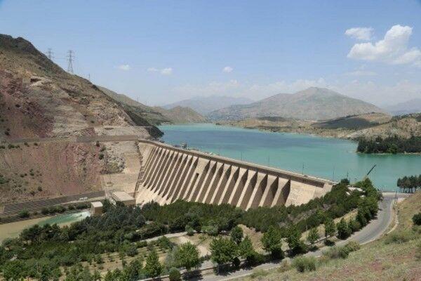 کاهش ۳۸۱ ميليون متر مکعبي حجم آب سدهاي استان تهران