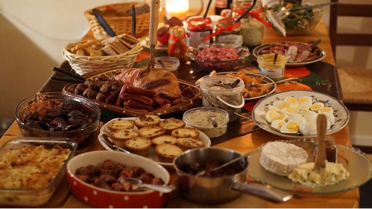 چرا پس از يک وعده شام سنگين احساس گرسنگي شديد ميکنيم؟