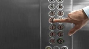 هنگام سوارشدن به آسانسور این ۱۰ نکته را فراموش نکنید