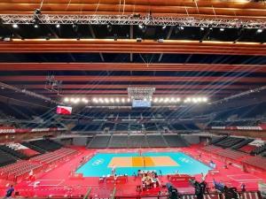 پخش آهنگ ایرانی در محل برگزاری بازی والیبال ایران و لهستان