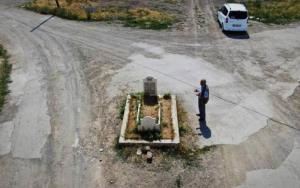 قبری مرموز و تنها وسط یک خیابان!