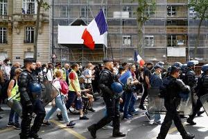 فرانسوی ها علیه طرح دولت این کشور دست به تظاهرات زدند