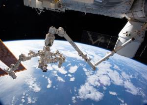 بازوی رباتیک جدید ایستگاه فضایی بینالمللی میتواند در فضا راه برود