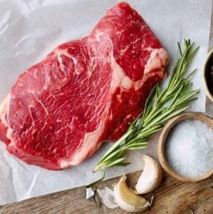 ۴ شیوه ساده برای مزهدار کردن گوشت قبل از پخت