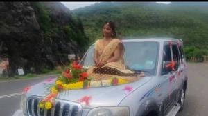 سوارشدن عروس روی کاپوت ماشین عروسی!