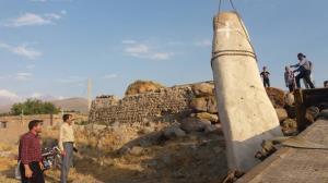 کشف چندین سنگ افراشته در روستای احمدآباد مشگینشهر