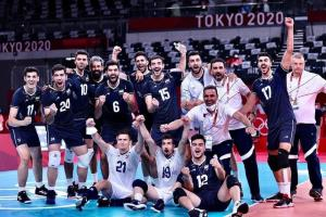 خوشحالی ملیپوشان والیبال پس از پیروزی مقابل لهستان