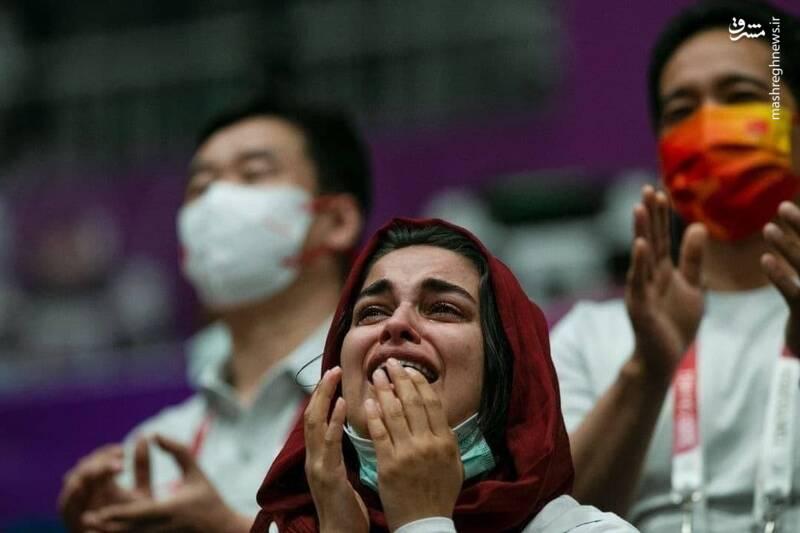 عکس/ اشک شوق زنان ملی پوش ایران پس از قهرمانی فروغی