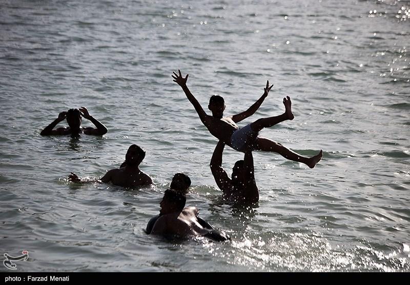عکس/ لذت آب تنی در سراب نیلوفر