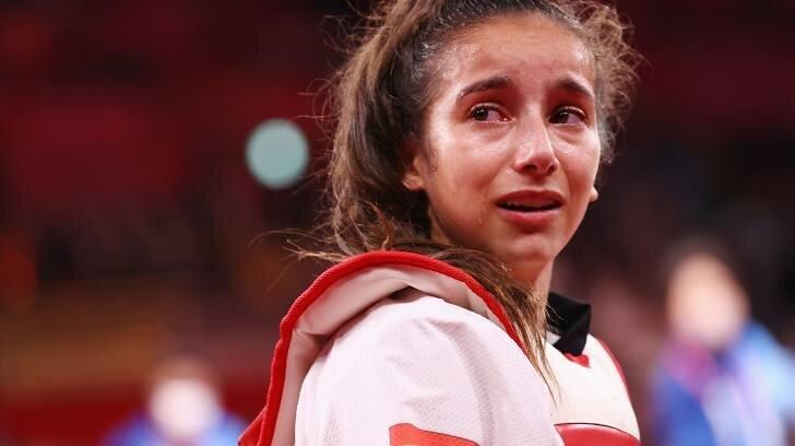 عکس/ چشمان گریان نابغه اسپانیایی به خاطر از دست دادن طلا