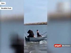 خرسی که با صاحبش به ماهیگیری میرود!