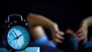 اگر نیمهشب از خواب بیدار میشوید و خوابتان نمیبرد، این مطلب را بخوانید