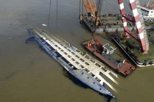 واژگونی یک کشتی چینی با ۷۰ سرنشین