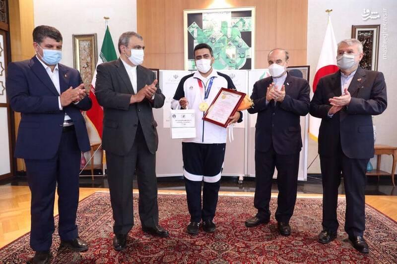 عکس/ تقدیر از «جواد فروغی» در سفارت ایران