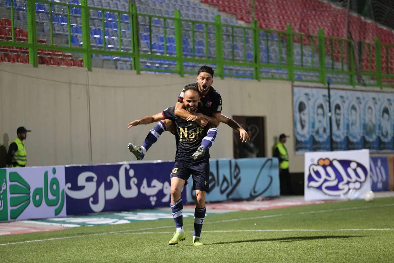 جشن اسلامي مقابل استقلال خراب شد