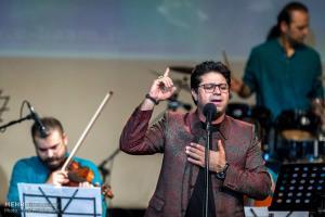 اجرای آهنگ های قدیمی و ماندگار در کنسرت حجت اشرفزاده