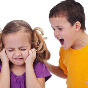 با فرزندانی که با هم دعوا میکنند و یکدیگر را کتک میزنند چه کنیم؟