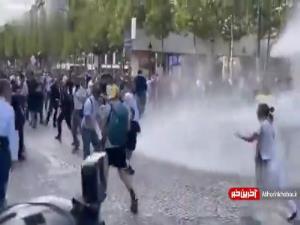 استقبال با ماشین آب پاش از معترضین فرانسوی!