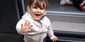 آرامستان سردشت، «آرتینِ» ١۵ ماهه را در آغوش گرفت
