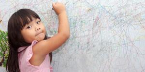 راههای تمیز کردن مداد رنگی از روی دیوار
