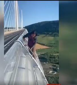 ماجراجویی خطرناک روی پل!