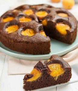 آموزش تهیه کیک شکلاتی با زردآلو
