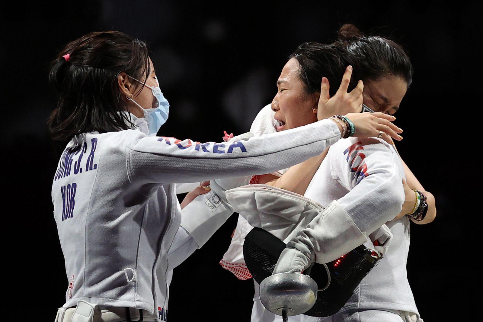 عکس/ شکار اشک و لبخندهای ورزشکاران المپیکی