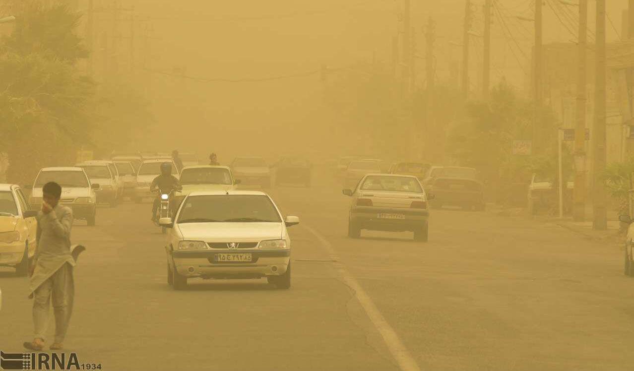 توفان گرد و غبار ادارات منطقه سيستان را به تعطيلي کشاند