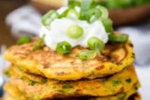 غذای ملل/ روش تهیه «پنکیک پیازچه» خوشمزه و خاص