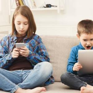 موبایل را اینگونه از فرزندتان جدا کنید