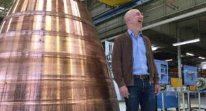 جف بزوس برای دریافت قرارداد سفر به ماه، ۲ میلیارد دلار هزینههای ناسا را پوشش میدهد