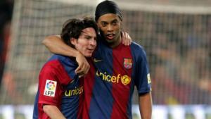 رونالدینیو: شماره 10 بارسلونا بعد از مسی باید بایگانی شود!