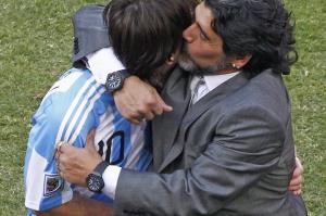 اگر مارادونا زنده بود، مسی را در آغوش میگرفت