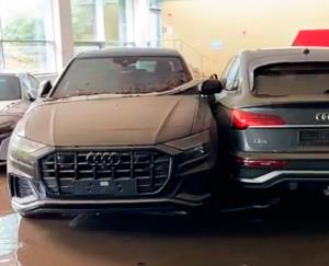 نمایشگاه اتومبیلهای گرانقیمت «آئودی» پس از وقوع سیل در آلمان