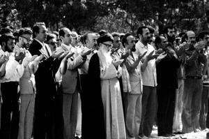 گفتگوی منشرنشده با دختر طالقانی؛ پدرم با دولتی شدن نماز جمعه مخالف بود