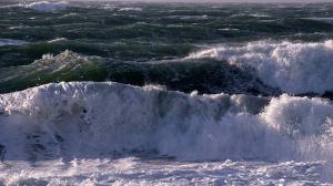 دریای خزر مواج و طوفانی می شود