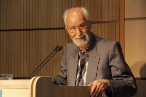 به مناسبت 98 سالگی اعجوبه تاریخ و ادبیات ایران