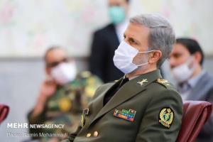 وزیر دفاع: زنده نگه داشتن یاد و خاطره شهدا یک تکلیف است