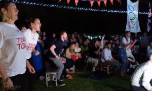 برگزاری جشن طلای المپیک در باغ مادری!
