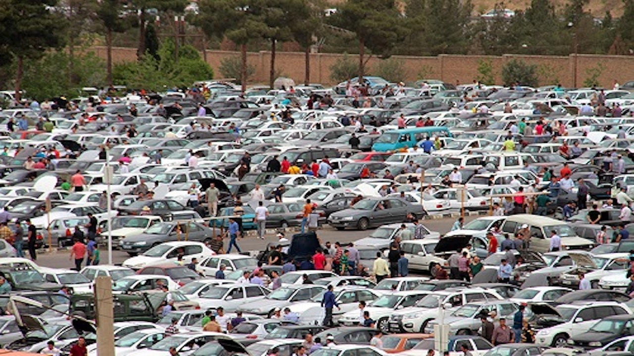 نوسانات در بازار خودرو به حداقل رسيد/ وانت پرايد پنج ميليون تومان گران شد