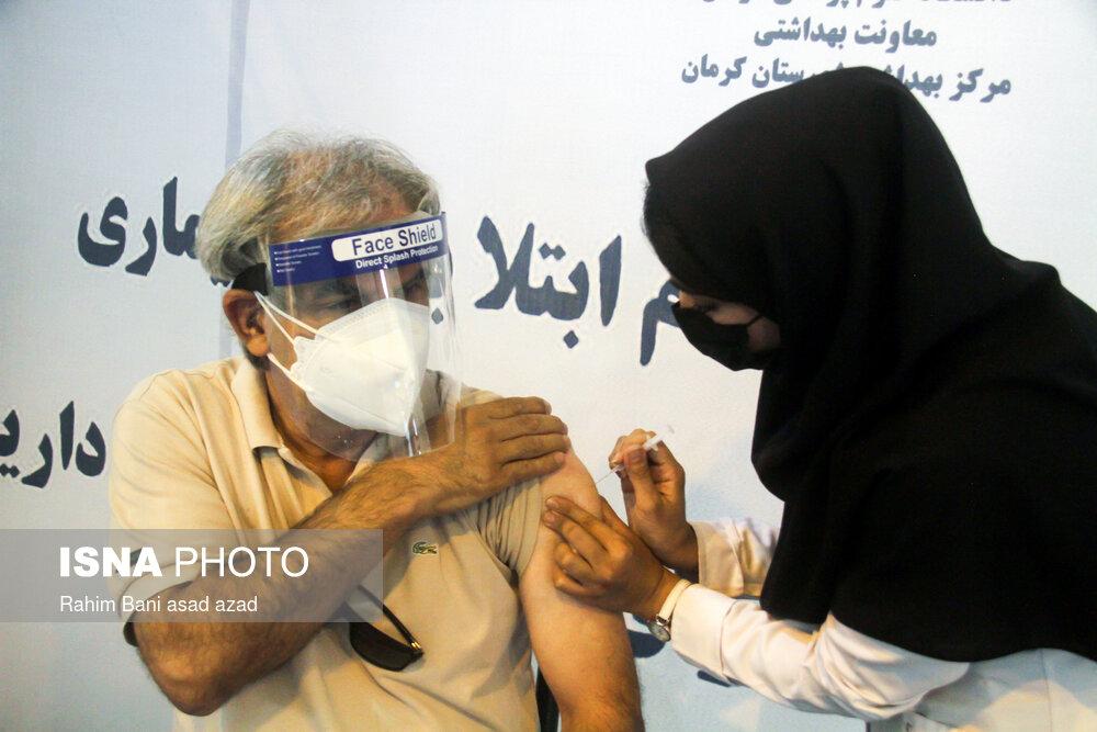 عکس/ واکسیناسیون افراد بالای ۴۵ سال در کرمان