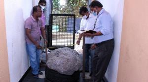 کشف یاقوت کبود ۵۱۰ کیلویی در حیاط خانه مرد سریلانکایی