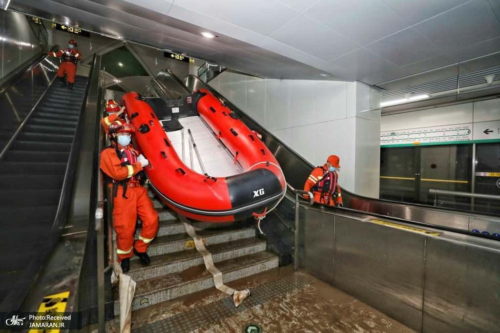 ورود با قایق به مترو سیلزده شهر